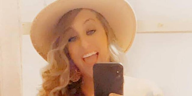 Country singer Taylor Dee has died at the age of 33.