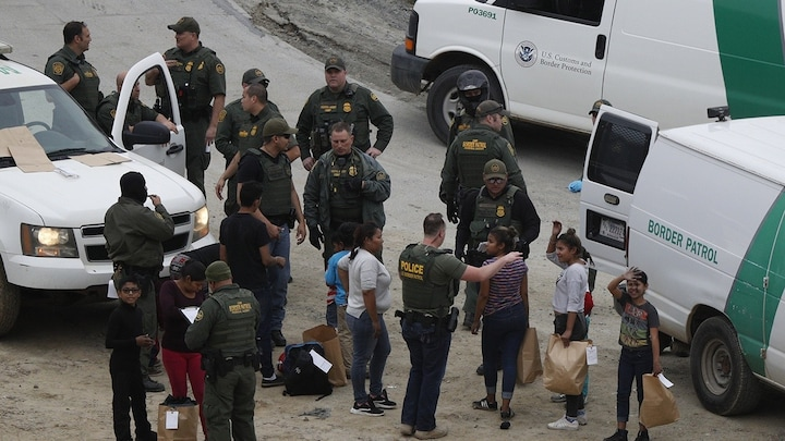 Custom Border Patrol weighs releasing migrants without court date
