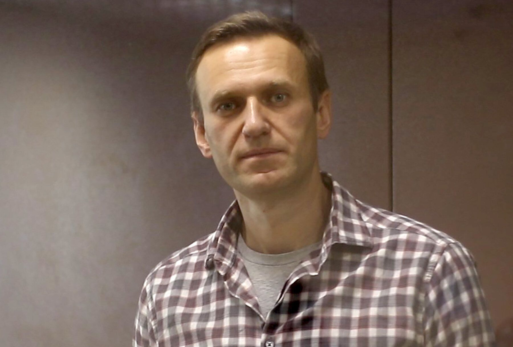 Imprisoned Russian opposition leader Alexei Navalny has started a hunger strike to protest a lack of medical care and gu