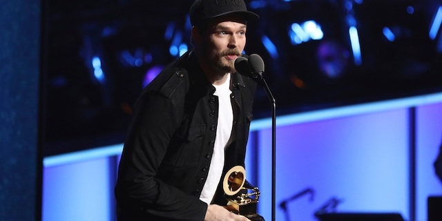 """Steve Johnson of Alabama Shakes accepts the best American roots performance for """"Killer Diller Blues"""" at the 60th annual Grammy Awards at Madison Square Garden in New York, Jan. 28, 2018."""