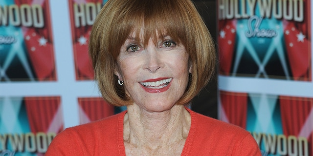 Stefanie Powers attends the 2020 Hollywood Show held at Marriott Burbank Airport Hotel on February 1, 2020, in Burbank, California.