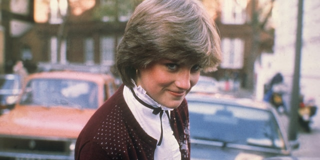 The London apartment where Princess Diana lived before she married Prince Charles will receive a London Blue Plaque from English Heritage later this year.