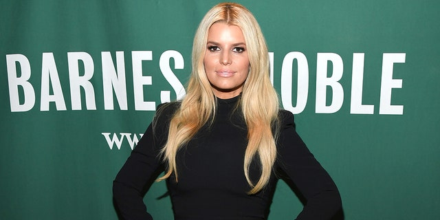 Jessica Simpson reveald that she was told publicsts discouraged famous men from dating her.