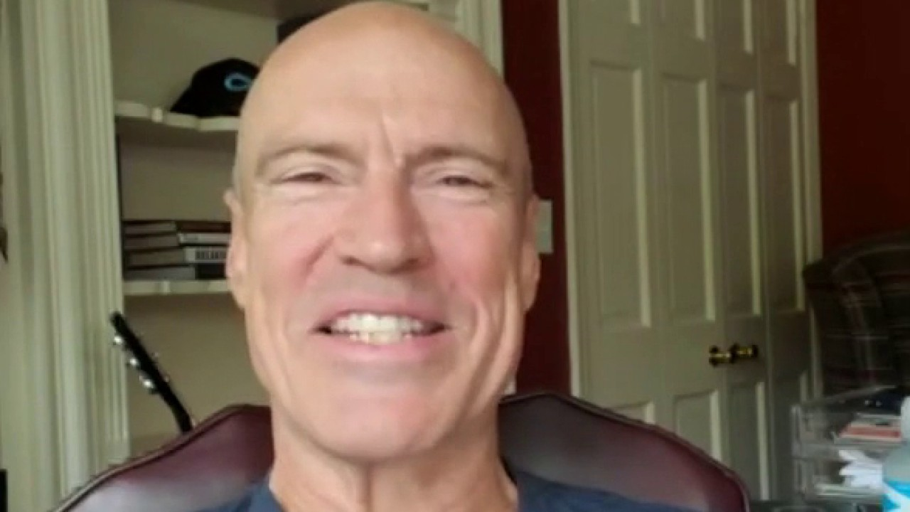 NHL Hall of Famer and six time Stanley Cup Champion Mark Messier on Athlete Direct working with sports stars to control their own memorabilia.