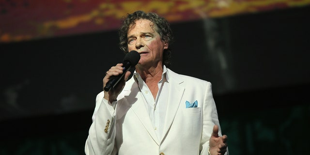 HOLLYWOOD, CA - MAY 14: Recording Artist B. J. Thomas performs onstage during the SeriousFun Children's Network 2015 Los Angeles Gala: An Evening Of SeriousFun celebrating the legacy of Paul Newman on May 14, 2015 in Hollywood, California. (Photo by Mike Windle/Getty Images for SeriousFun Children's Network)