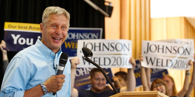 Libertarian presidential candidate Gary Johnson talks to a crowd of supporters at a rally on Aug. 6, 2015, in Salt Lake City, Utah. (George Frey/Getty Images)