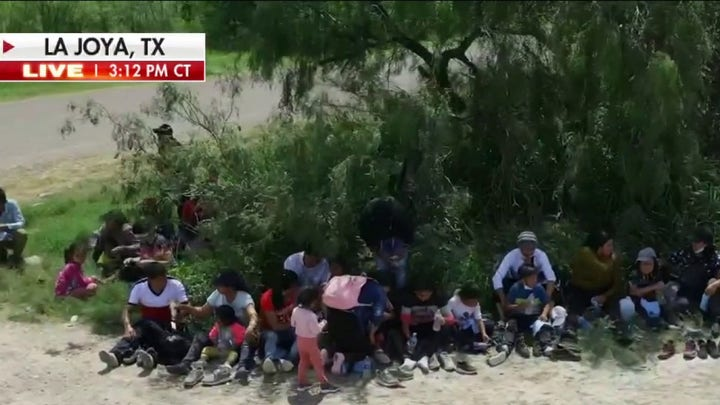 Migrants await capture at border, no agents to be found