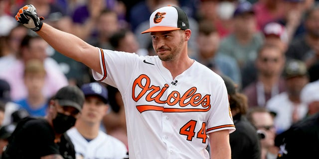 American League's Trey Mancini, of the Baltimore Orioles, acknowledges the crowd after the first round of the MLB All Star baseball Home Run Derby, Monday, July 12, 2021, in Denver. (AP Photo/David Zalubowski)