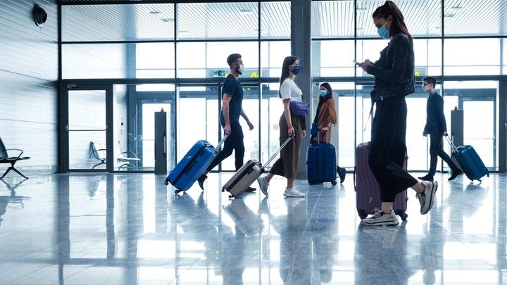Airline mask mandates face bipartisan pushback