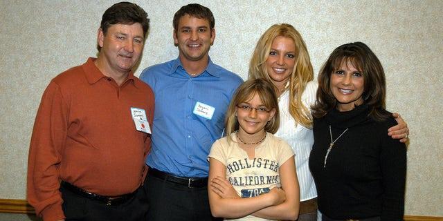 Britney Spears's family: Jamie Spears, Bryan Spears, Jamie-Lynn Spears, Britney Spears and Lynne Spears.