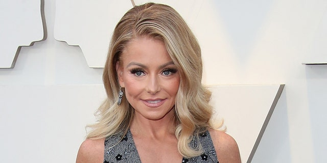 Kelly Ripa will write her first book in 2022.