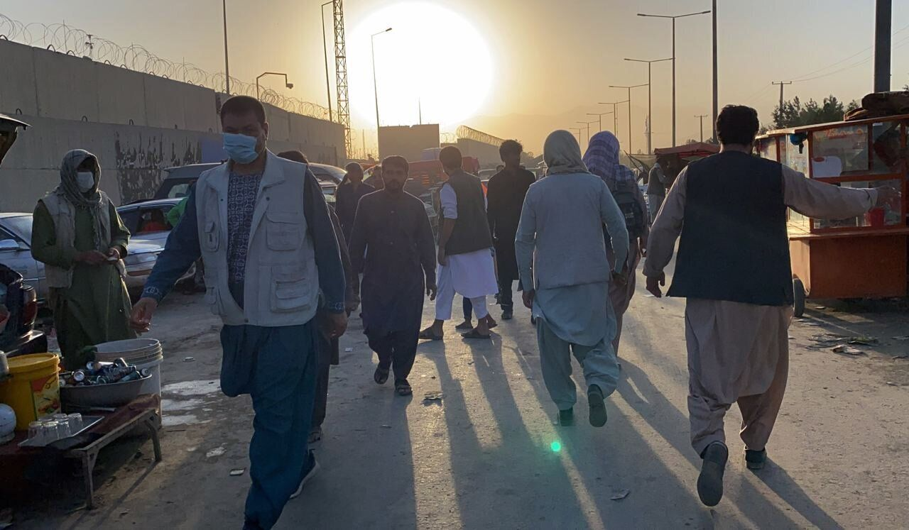 People who want to flee the country continue to wait around Hamid Karzai International Airport in Kabul, Afghanistan, on Aug.