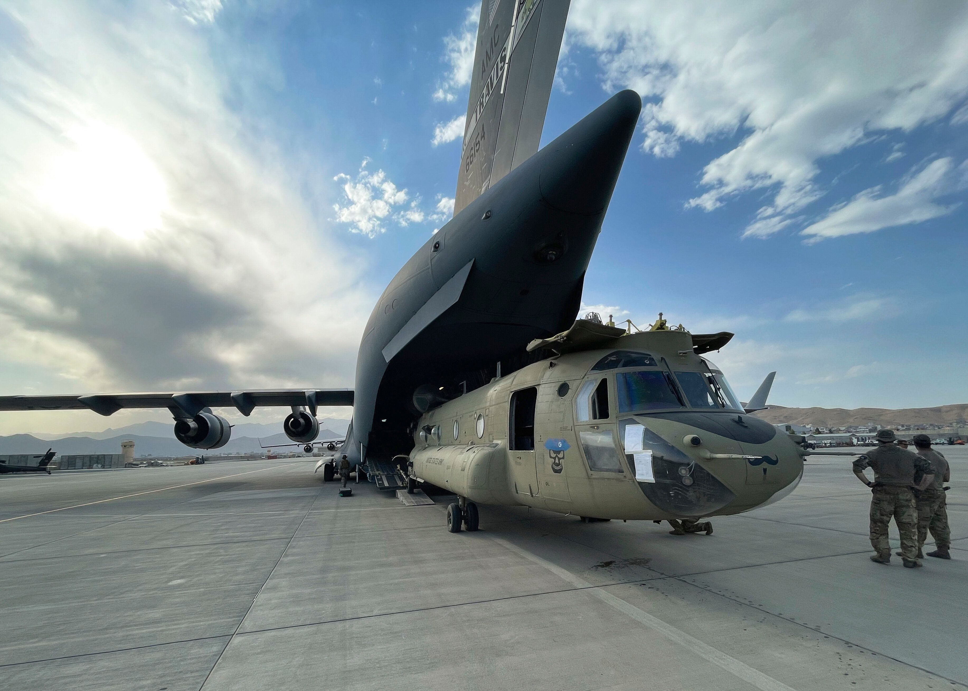 A CH-47 Chinook from the 82nd Combat Aviation Brigade, 82nd Airborne Division is loaded onto a U.S. Air Force C-17 Globemaste