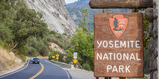 A sign for Yosemite National Park